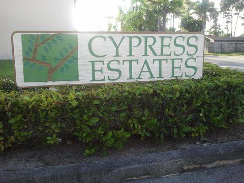 521 Cypress Way W, Palm Springs, FL 33406
