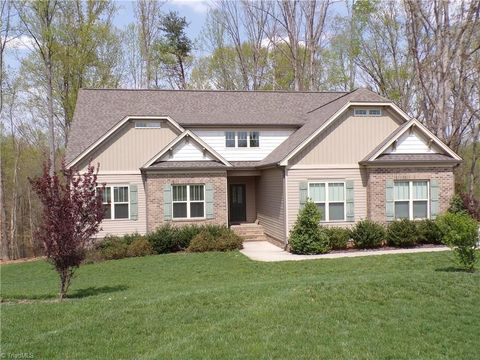 Photo of 5612 Crooked Oak Dr, Summerfield, NC 27358