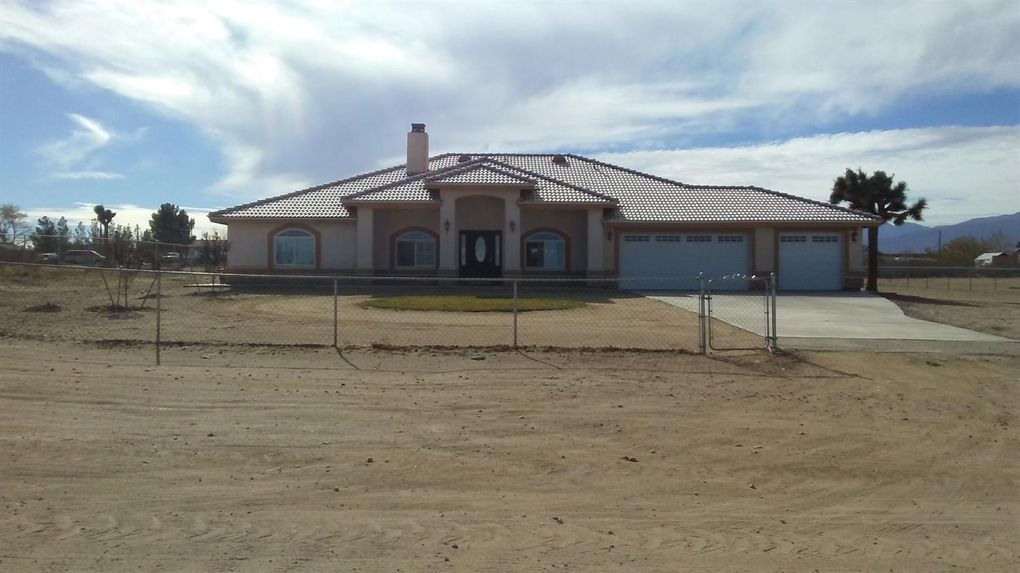7447 La Mesa Rd, Phelan, CA 92371