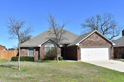 Photo of 2111 Stonegate Blvd, Bridgeport, TX 76426