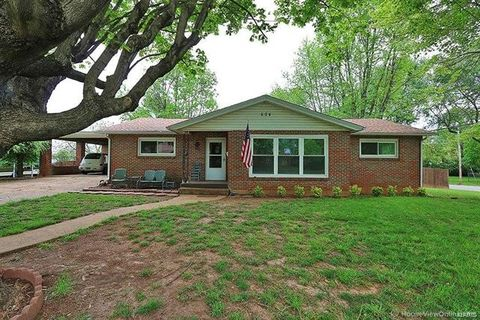 Photo of 604 N A St, Farmington, MO 63640