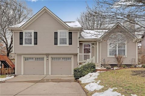 2100 Sw Sterling Dr, Lees Summit, MO 64081