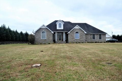 Photo of 346 Floyd Ln, Decherd, TN 37324