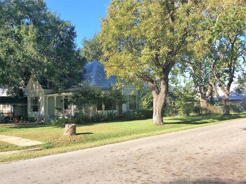 407 Gresham St, Smithville, TX 78957