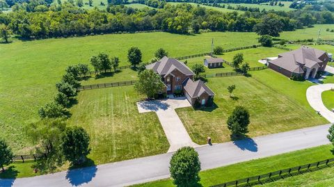 218 Colonial Dr, Keene, KY 40383