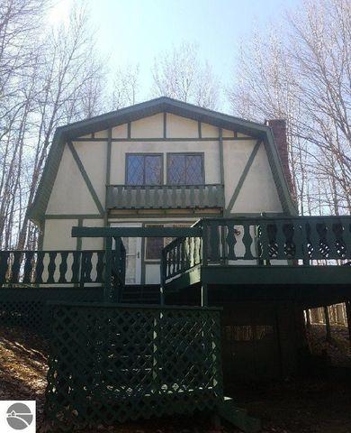 12181 Trail Creek Dr, Canadian Lakes, MI 49346