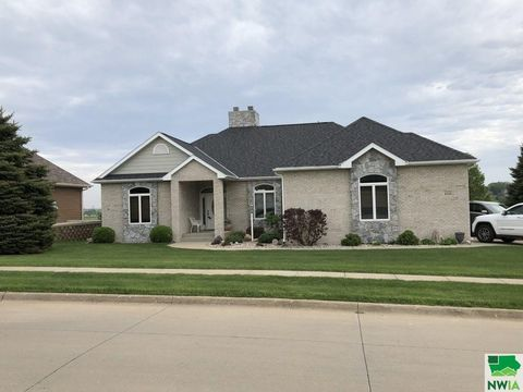 6350 Golfview Pl, Sioux City, IA 51106