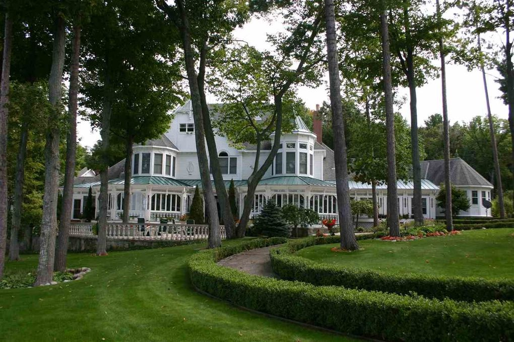 Lakefront Bed And Breakfast Mi