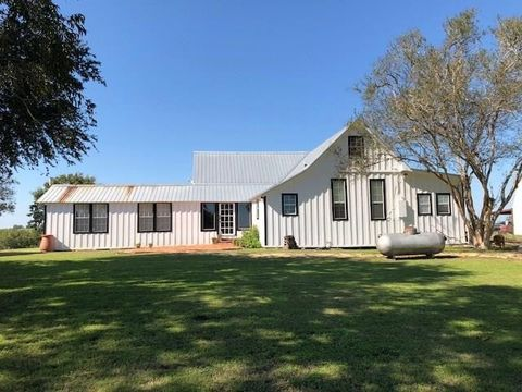 Photo of 4105 Cherokee Rose Ln, Bleiblerville, TX 78931