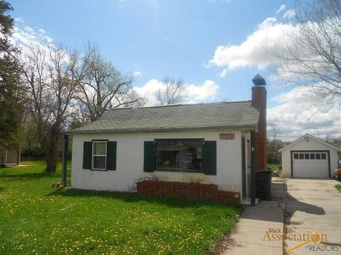 Photo of 702 Lawrence St, Belle Fourche, SD 57717