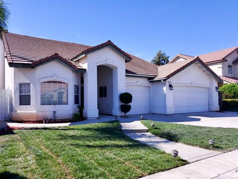Photo of 652 Hanson Ave, Clovis, CA 93611