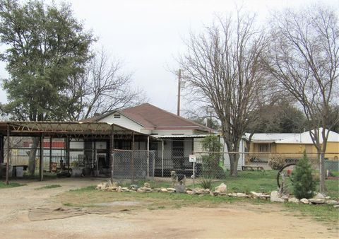 Photo of 412 E 3rd St, Sonora, TX 76950