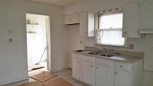 2313 Waneta Ave, Middletown, OH 45044 - Kitchen