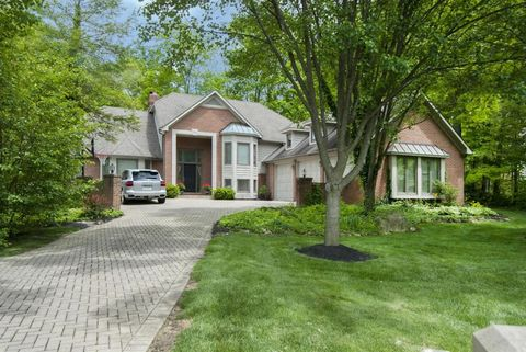5032 Canterbury Dr, Powell, OH 43065