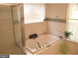 663 Leeward St, Coatesville, PA 19320 - Bathroom