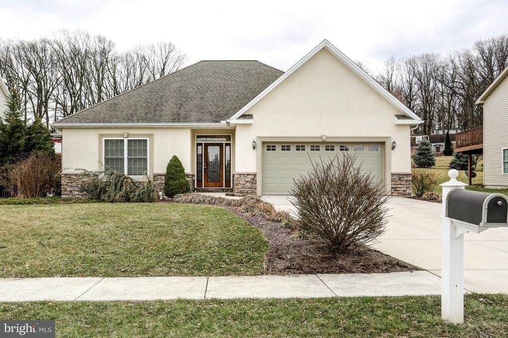 4911 Whitlock Ln, Mechanicsburg, PA 17055