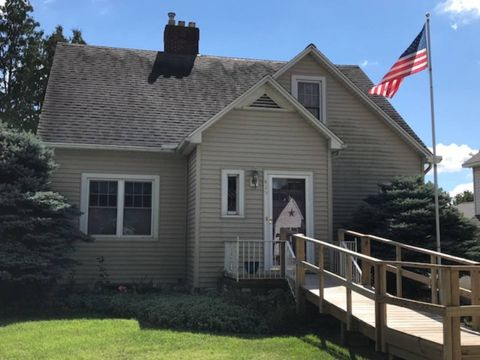 415 E Waterford St, Wakarusa, IN 46573