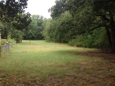Photo of 2110 Dove Ln, Denison, TX 75020