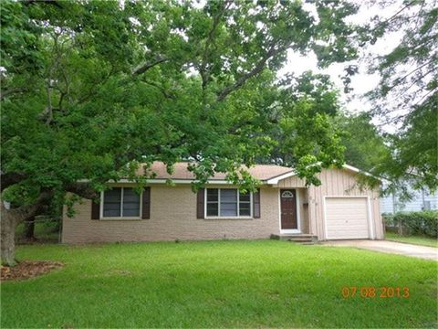 206 W Orchard St, Clute, TX 77531