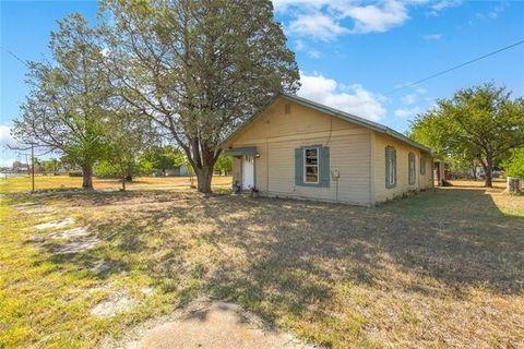 Photo of 249 W Archer St, Jacksboro, TX 76458