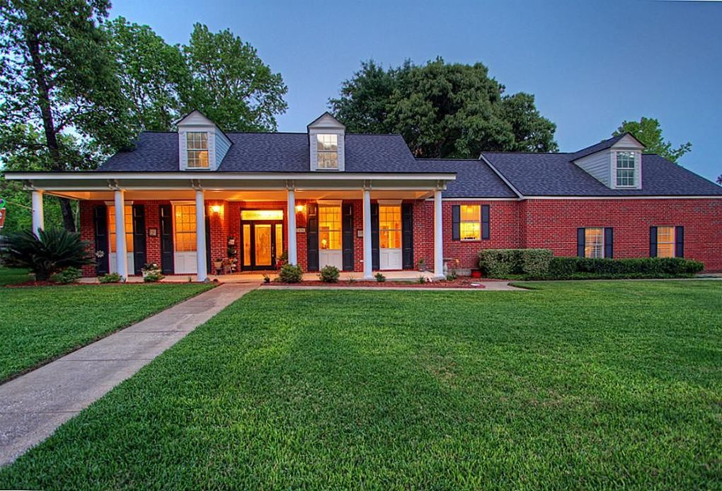 1436 River Oaks Dr Huntsville, TX 77340