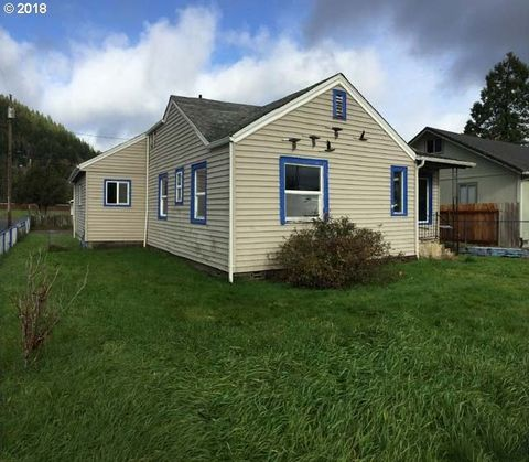 Photo of 1289 Ivy Ave, Reedsport, OR 97467