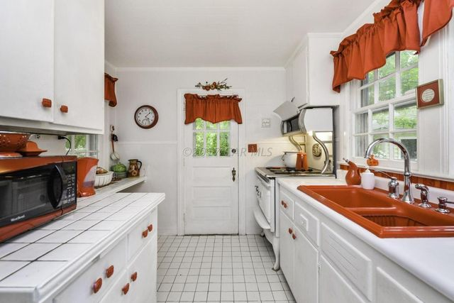 320 N Division St Salisbury Md 21801 Kitchen