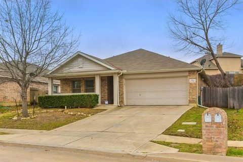 Photo of 2704 Big Spring Dr, Fort Worth, TX 76120