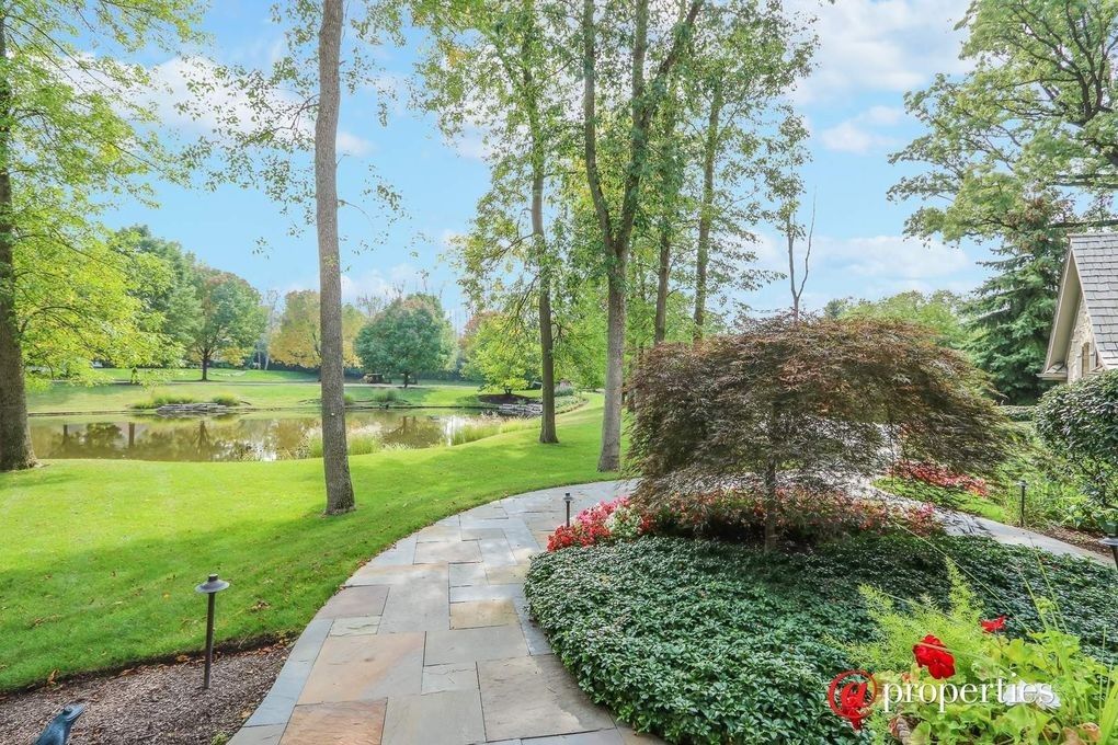 1230 Ash Lawn Dr, Lake Forest, IL 60045 - realtor.com®