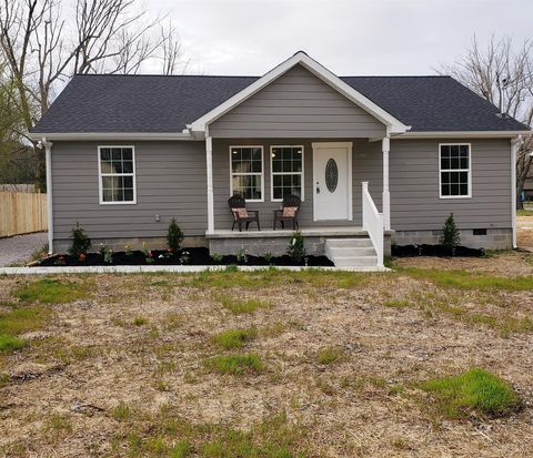 Photo of 1305 Lincoln St, Tullahoma, TN 37388