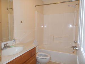 1128 faye st kingsport tn 37660 bathroom