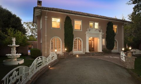 Photo of 1 Heritage Ct, Atherton, CA 94027