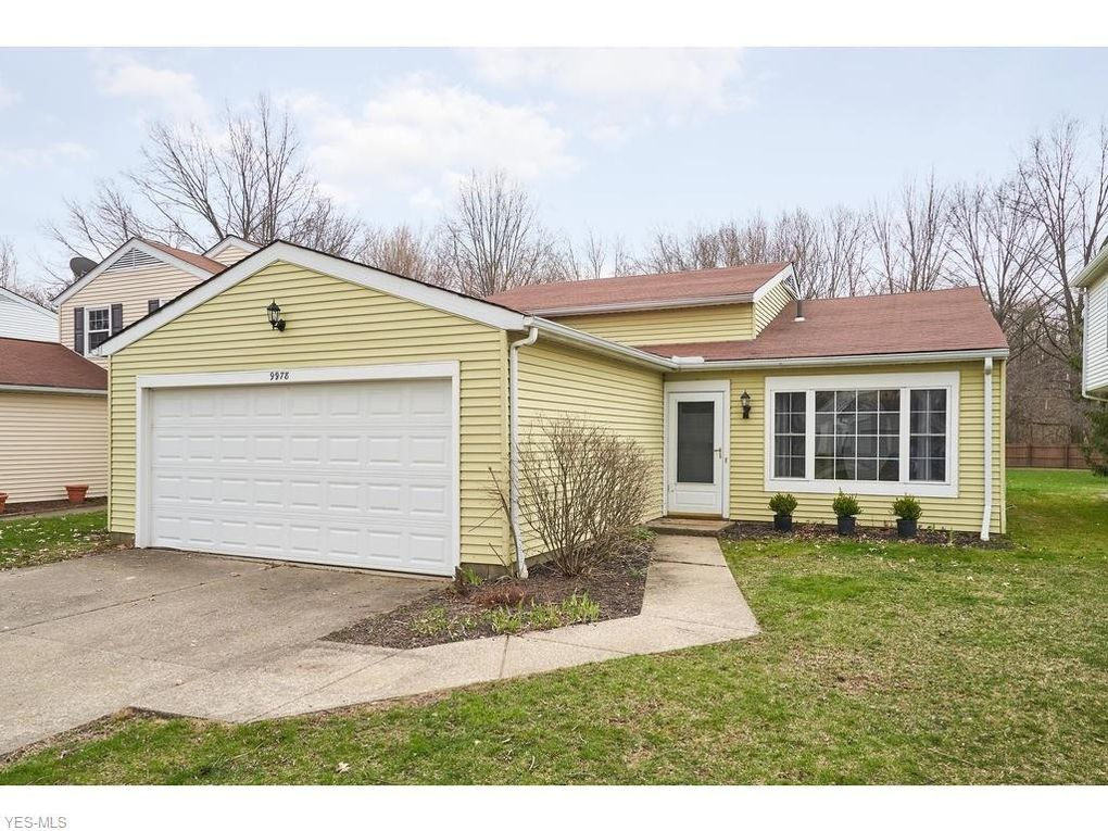 9978 Magnolia Dr Unit 22, Olmsted Falls, OH 44138