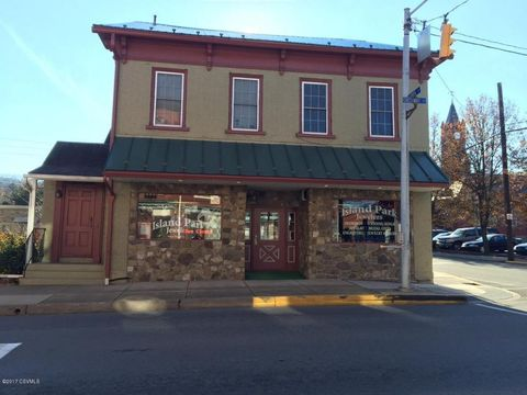 371 Chestnut St, Mifflinburg, PA 17844
