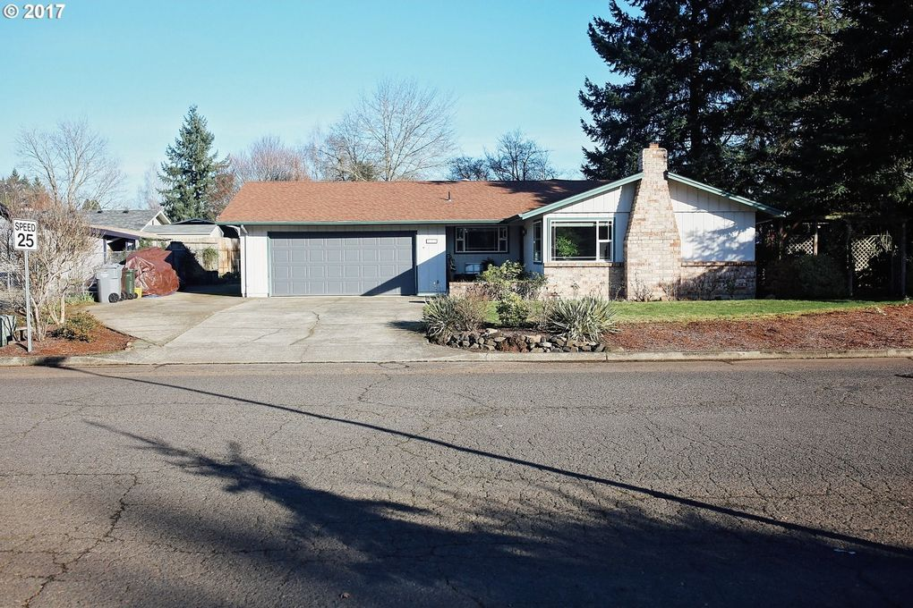 620 Nw Baker Dr, Canby, OR 97013