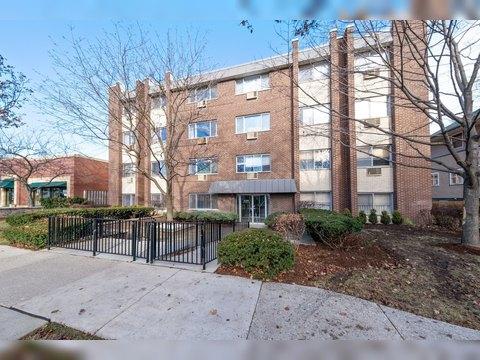 1136 Greenleaf Ave Apt 102, Wilmette, IL 60091