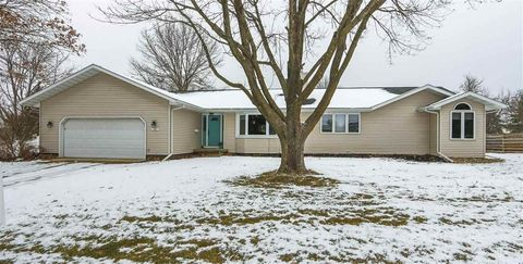 Photo of 1956 Caras Rd, Waterloo, IA 50701