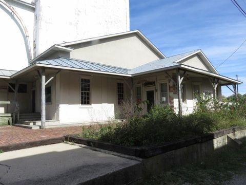 Photo of 106 N Main St, Farmland, IN 47340