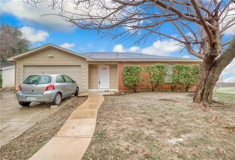 Photo of 1302 Willowbrook St, Lancaster, TX 75134