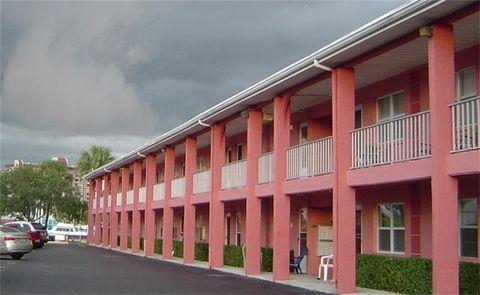 9715 Harrell Ave Apt 4, Treasure Island, FL 33706