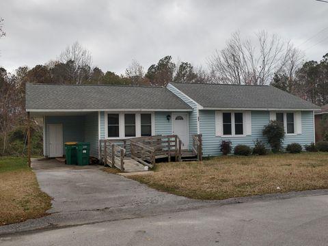 Photo of 647 W Shore Dr, Swansboro, NC 28584