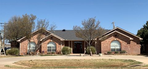 Photo of 2528 Lockwood St, Tahoka, TX 79373
