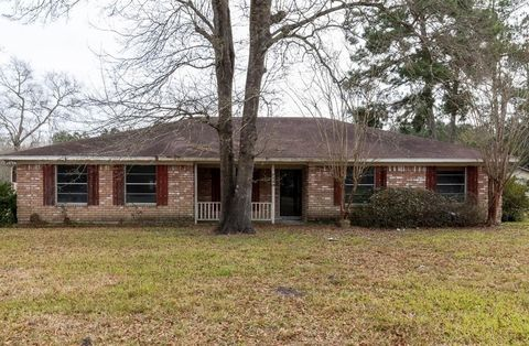 Photo of 7730 Yellowstone Dr, Bevil Oaks, TX 77713
