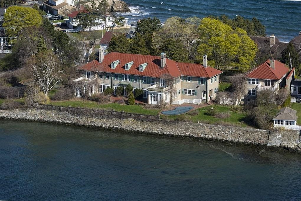 Swampscott, MA Real Estate Insights Swampscott is located in Massachusetts. Swampscott is the perfect place for families with young kids as this area is a safe place for them to grow and play.