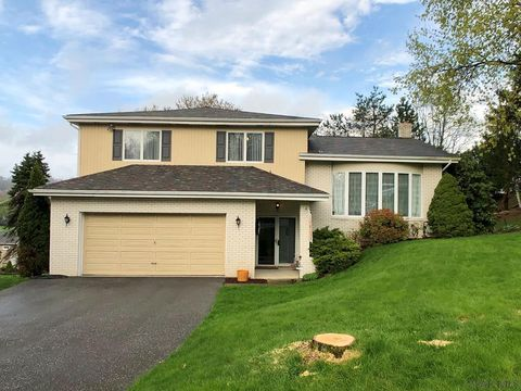 1769 Dolphin Dr, Johnstown, PA 15904