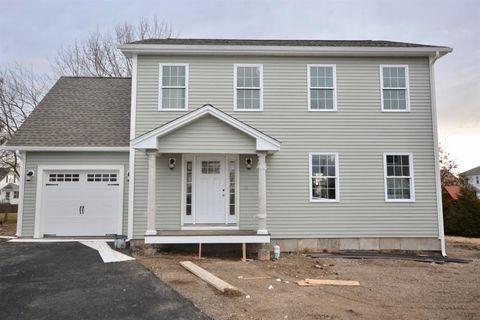 Photo of 385 Kenyon Ave, Pawtucket, RI 02861