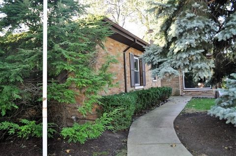6530 N Monticello Ave, Lincolnwood, IL 60712
