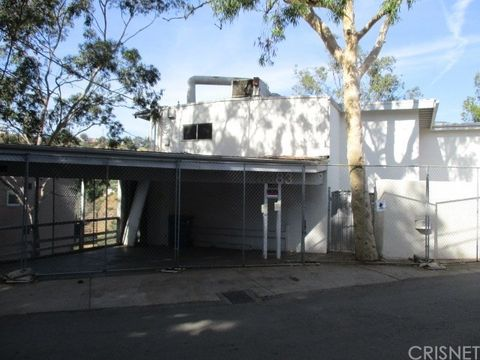 Photo of 8383 Grand View Dr, Los Angeles, CA 90046
