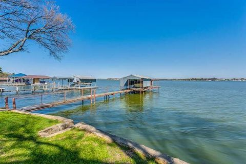 Photo of 12310 Lake Forest Dr, Azle, TX 76020