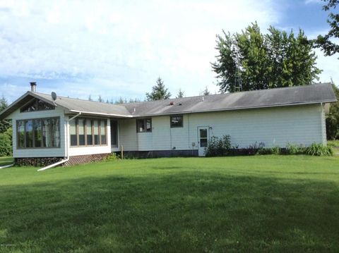 60571 County 2 Rd, Warroad, MN 56763
